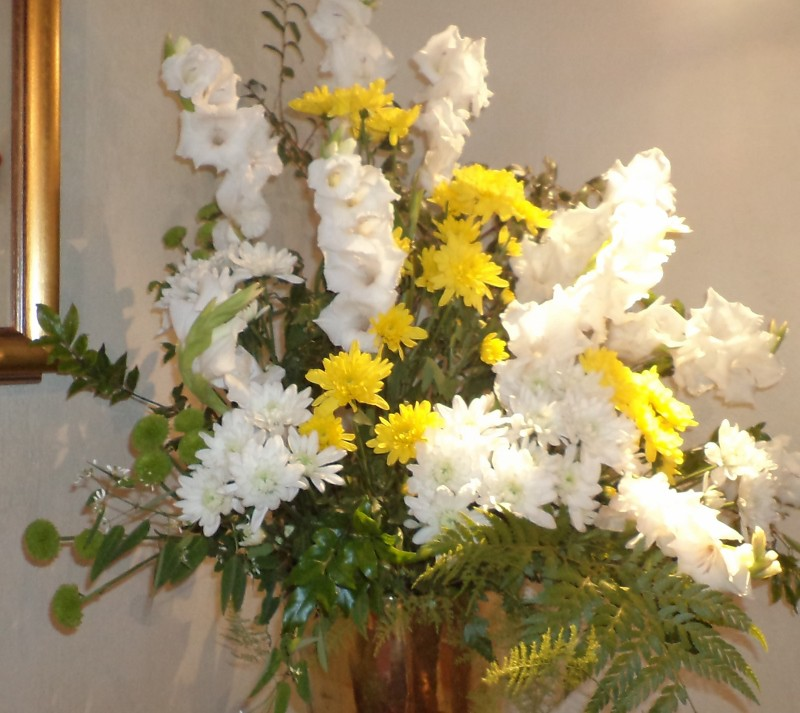 A full church was greeted by bright Easter flowers, arranged by Dawn Schofield.